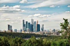 Russland Ansicht der Moskau-Stadt mit den Vorobyovy-Hügeln in Moskau 20. Juni 2016 Lizenzfreie Stockfotografie