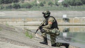 Russland, Belgorod, am 25. Juli 2016: Übungen von speziellen militärischen Einheiten stürmen Sie die gefangengenommene Basis auf  Stockbilder