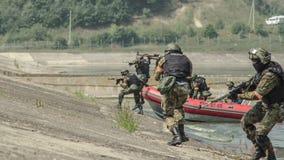 Russland, Belgorod, am 25. Juli 2016: Übungen von speziellen militärischen Einheiten stürmen Sie die gefangengenommene Basis auf  Lizenzfreies Stockbild