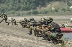 Russland, Belgorod, am 25. Juli 2016: Übungen von speziellen militärischen Einheiten stürmen Sie die gefangengenommene Basis auf  Lizenzfreies Stockfoto