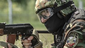 Russland, Belgorod, am 25. Juli 2016: Übungen von speziellen militärischen Einheiten stürmen Sie die gefangengenommene Basis auf  Lizenzfreie Stockfotos