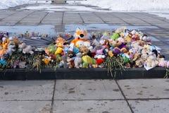 Russland Berezniki am 2. April 2018 Russland beklagt die Opfer im Quadrat nach dem Feuer in Kemerovo lizenzfreies stockbild