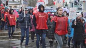 Russland Berezniki kann 9, 2018: nimmt am März des unsterblichen Regiments während der Feier von Victory Day teil stock video