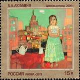 RUSSLAND - CIRCA 2013: Der Stempel, der in Russland gedruckt wurde, weihte den zeitgenössischen Art Russia, A ein A Lyubavin Mädc Stockfoto