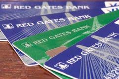 Russland - 14. Dezember 2016: Rote Tore haben BNKV-Karten ein Bankkonto, die aufhörten, Ablagerungen herauszugeben und aufhörten  Lizenzfreies Stockfoto