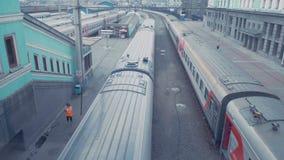Russland Die Serie verlässt die Station Die Ansicht von der Oberseite stock footage
