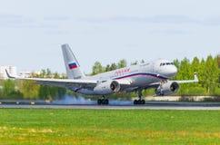 Russland-Fluglinien des Tupolev-204, Flughafen Pulkovo, Russland St Petersburg im Mai 2017 Stockbild