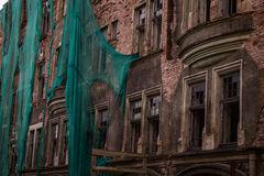 Russland, im August 2016: Altes, verfallenes Haus im alten Teil von Viborg Stockbilder