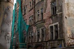 Russland, im August 2016: Altes, verfallenes Haus im alten Teil von Viborg Lizenzfreie Stockfotografie