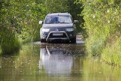 Russland, Karelien, am 16. Juli 2015: Foto von Sport Mitsubishis Pajero in Russland Mitsubishi Pajero ist abtreiben ro ein kompak Lizenzfreie Stockfotos