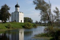 Russland: Kirche der Fürbitte auf dem Nerl lizenzfreies stockbild
