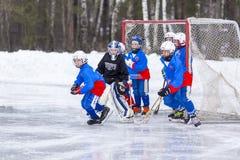 RUSSLAND, KOROLEV - 15. JANUAR 2015: die Hockey-Liga 3 d-Stadiumskinder gekrümmt, Russland Stockbild