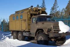 RUSSLAND - 16. MÄRZ 2015: Altes sowjetisches Geländefahrzeug ZIL-131 herein Lizenzfreie Stockbilder