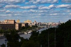 06/12/2015 Russland Moskau Ansicht des Dammes des Moskaus Lizenzfreies Stockbild
