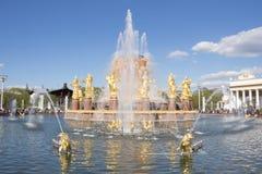 Russland, Moskau, Brunnen-Freundschaft der Leute, VDNKH nach Wiederherstellung lizenzfreies stockfoto