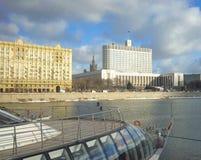 RUSSLAND, MOSKAU - 15. FEBRUAR: Russisches weißes Haus im Jahre 2017 Stockbilder