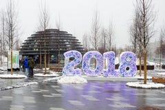 Russland, Moskau, 19 12 2017: Landschaftsgestaltung des Parks Zaryadye und des lighti Stockfotografie