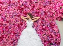 RUSSLAND, MOSKAU - 29. MAI 2016: Fotoereignis mit schönem Mode-Modell im Bild der Braut auf einem Hintergrund Lizenzfreies Stockbild