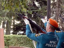 Russland Noginsk 2. September 2017 EMERCOM von Russland macht simultane Salvenschüsse Lizenzfreies Stockfoto