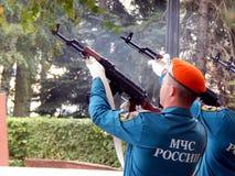 Russland Noginsk 2. September 2017 EMERCOM von Russland macht simultane Salvenschüsse Stockfotografie