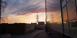 Russland perm Sonnenuntergang Schön Winterzeit lizenzfreies stockbild