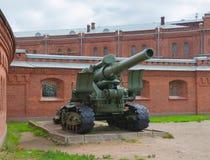 Russland Petersburg im Juli 2016 die Ausstellung schießt am Eingang zum Museum von Artillerie Lizenzfreie Stockfotos