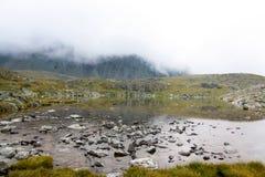 Russland, Republik von Altai Sehr schöne Bilder der Natur in Altai-Hoch Schnee-bedeckten Berge, schnelle, laute Gebirgsflüsse, be Stockbild
