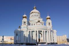 Russland. Saransk. ` S St. Theodor Ushakov Kathedrale während des Winters Stockbild