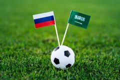 Russland - Saudi-Arabien, Gruppe A, Donnerstag, 14 Juni, Fußball, Weltcup, Russland 2018, Staatsflaggen auf grünem Gras, weißes f stockfotos