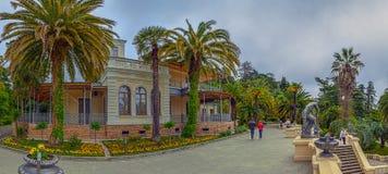 RUSSLAND, SOCHI, AM 1. MAI 2015: Arboretums-Park - Haus-Museum, Landhaus ` Nadezhda-` Sochi, Russland am 1. Mai 2015 Stockbilder