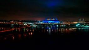 Russland, St Petersburg, am 26. Januar 2018 Luftvideo von St- Petersburgstadion, 2018 Fußball-Weltmeisterschafts-Stadion, Nacht stock video footage