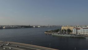 Russland St Petersburg Neva Fluss Die Kreuzer Aurora stock video