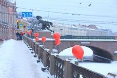 Russland, St Petersburg, rote Ballone auf dem Fontanka-Damm Lizenzfreies Stockbild