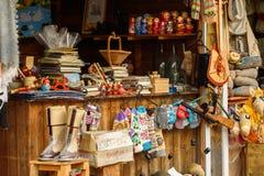 Russland, Suzdal, im September 2017 Ein Shop, der traditionelle russische Andenken verkauft Stockbild