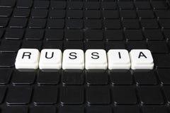 Russland-Textwortkreuzworträtsel Alphabetbuchstabe blockiert Spielbeschaffenheitshintergrund Weiße alphabetische Buchstaben auf S Lizenzfreie Stockbilder