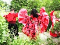 In Russland und in Weißrussland, gibt es eine Tradition - anlässlich der Jahrestagsfeier oder -Hochzeit laden Sie eine Zigeunerba Stockfotografie