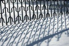Russland, UralJanuary, Temperatur -33C Alte Backsteinmauer Reflexion von Schatten auf t Lizenzfreies Stockbild