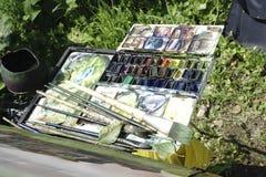 Russland - Usolye am 16. Juli: Malereigestell bürstet Farbenzeichenstifte Stockfotografie