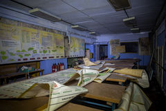 Russland, Voronezh - CIRCA 2017: TrainingsKlassenzimmer der Zivilverteidigung in verlassenem untertägigem sowjetischem Luftschutz Lizenzfreie Stockfotografie
