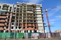 Russland, Yaroslavl- 29. März 2016 Bau des mehrstöckigen Wohngebäudes Stockfotografie