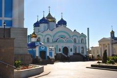 Russland, Zadonsk am 17. August 2017 Klostertempel mit Hauben Lizenzfreie Stockfotos