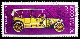 Russo-Balt (1909), historia av sovjetisk serie för motorbransch, circa 1973 royaltyfri fotografi