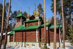 Russo de madeira Christian Church ortodoxo de St Sergius de Radonezh no monastério de Ganina Yama Fotografia de Stock Royalty Free
