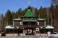 Russo de madeira Christian Gate Church ortodoxo no monastério de Ganina Yama Fotografia de Stock