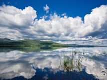 Russo, Primorye, lago ensolarado bonito fotografia de stock royalty free