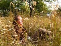 Rust op het gras Stock Foto