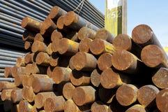 Rust stålsätter stänger i rått royaltyfria foton