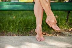 Rust uw vermoeide voeten royalty-vrije stock foto's