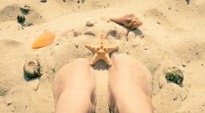 Rust voor lichaam en ziel op de overzeese kust Stock Foto