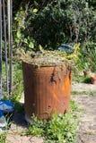 Rusted заполнило мусоросжигатель Стоковое Изображение